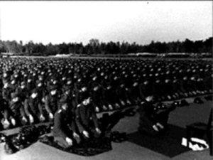 tentara-nazi-yang-shalat-berjamaah-2